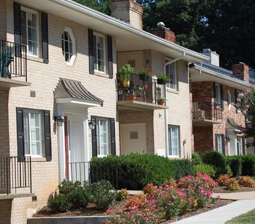 Fairfax Square Apartments: Lifeguard In DC Area